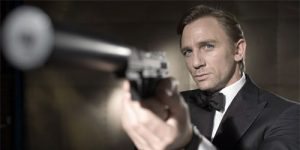 Daniel Craig as James Bond, pointing a gun